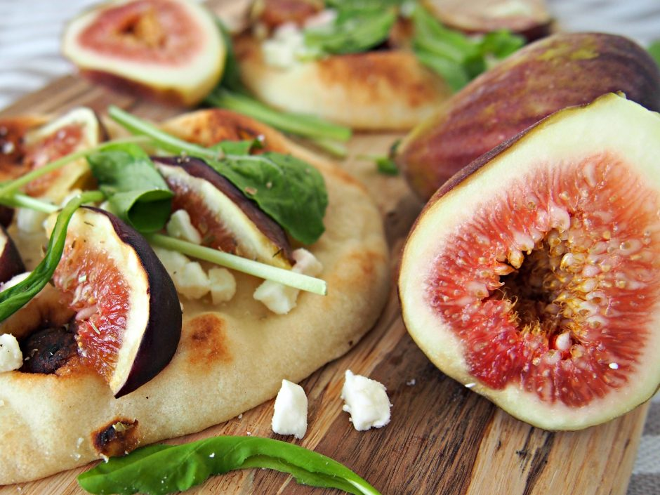 fresh fig flatbread